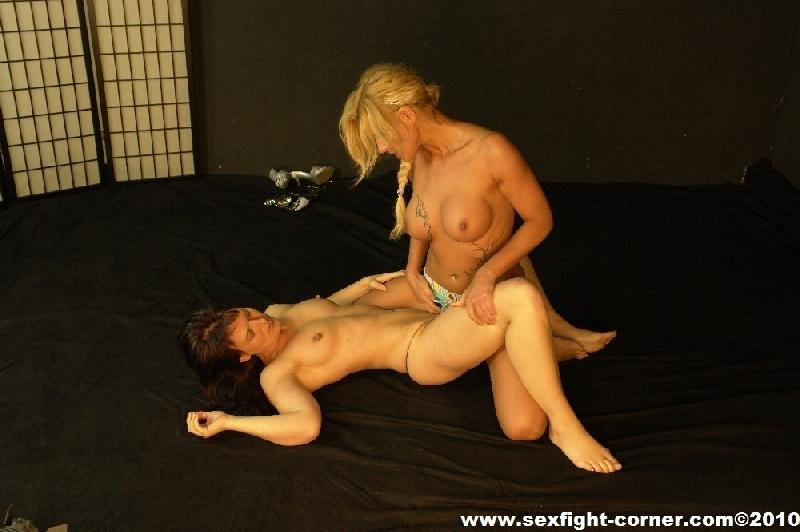 Female Sex Fight 17